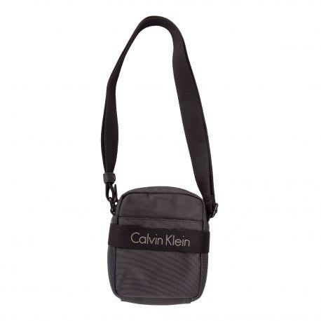 Sacoche noire en toile Homme CALVIN KLEIN marque pas cher prix dégriffés destockage