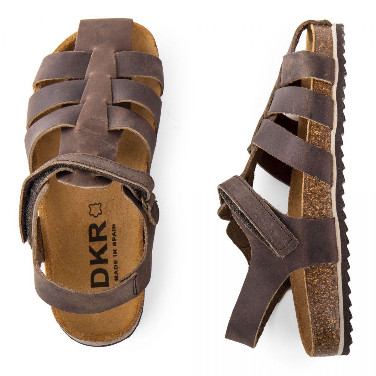 sandales en cuir brid es gar on dkr prix d griff. Black Bedroom Furniture Sets. Home Design Ideas